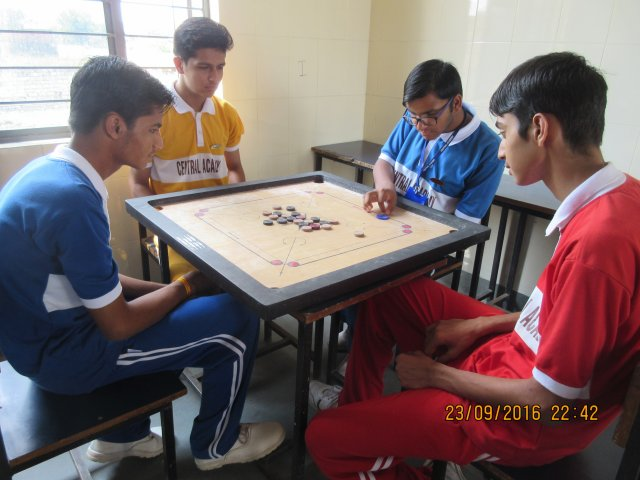 phoca_thumb_l_carrom board.jpg